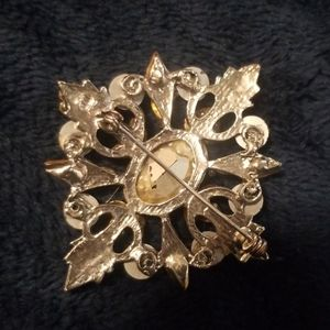 Jewelry - Vintage Iredicent Crystal Brooch